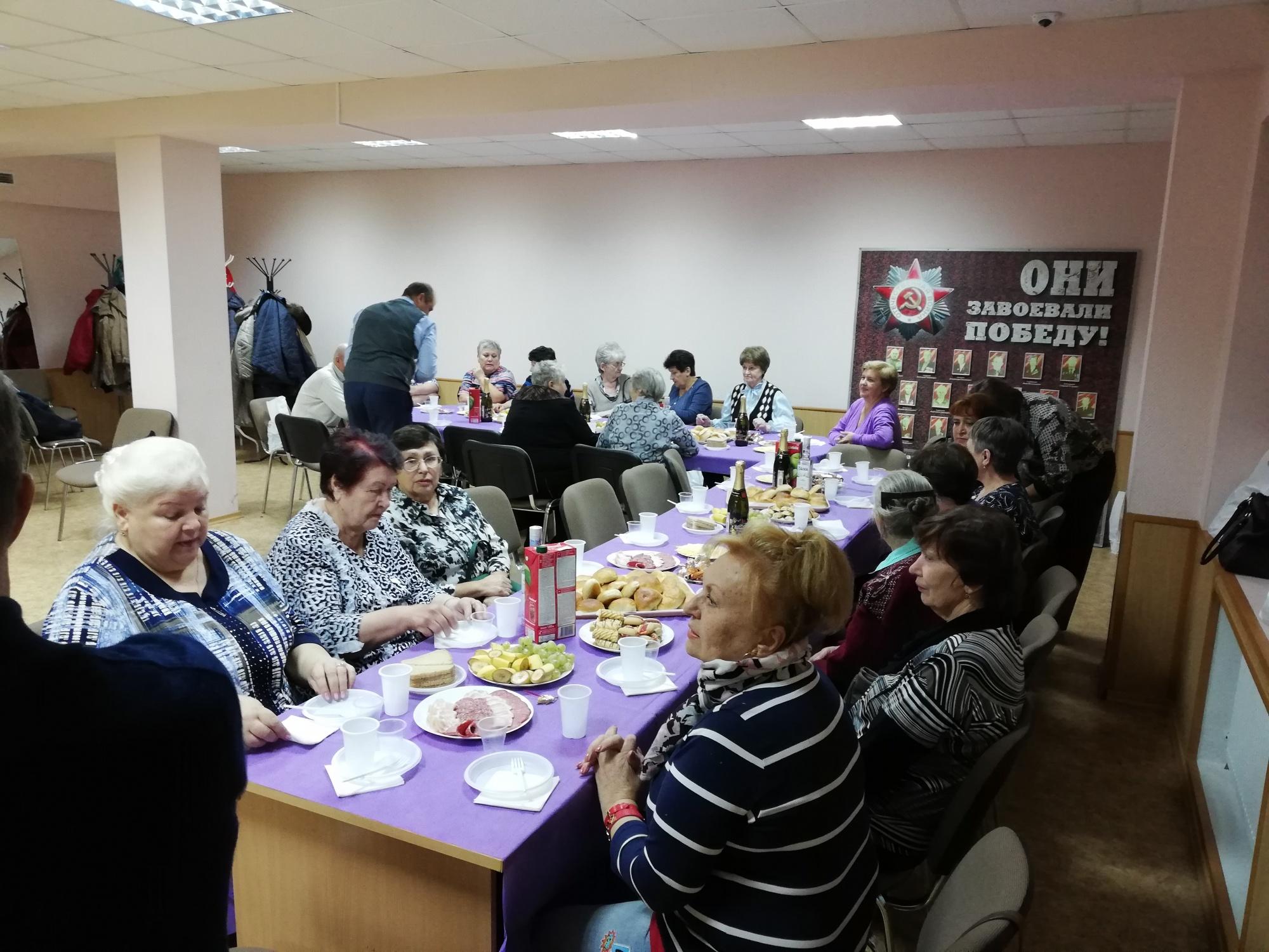 Машкомплект поздравил ветеранов труда с днем пожилого человека